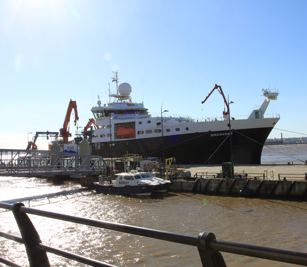 RRS Discovery docked in Liverpool October 2016 from the bow