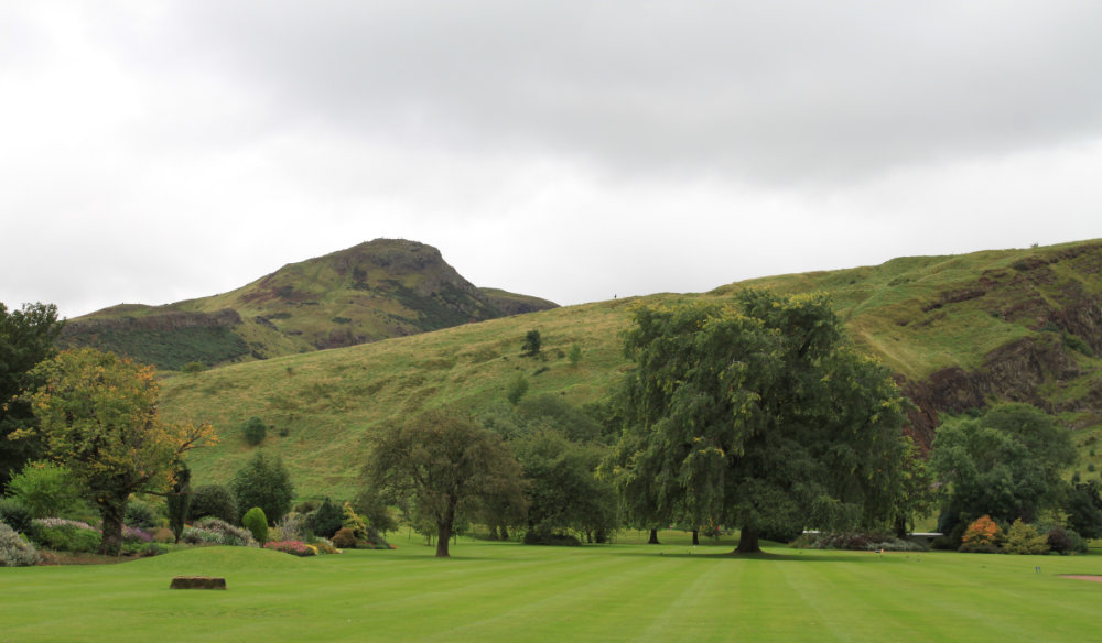 Arthurs Seat from Holyroodhouse 2017